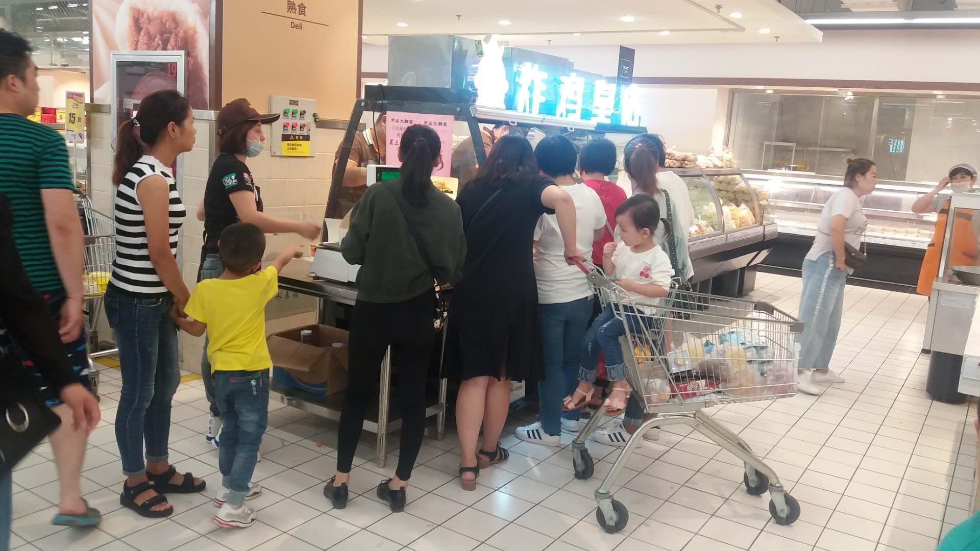 西安市泾河新城中心街华润万家超市炸鸡皇后开业啦!