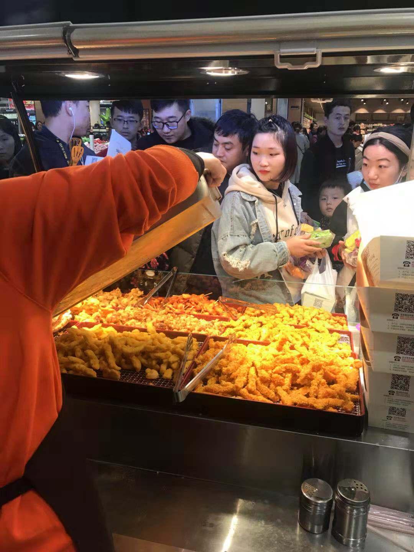 菏泽市牡丹区长江路万达广场炸鸡皇后门店开业啦!